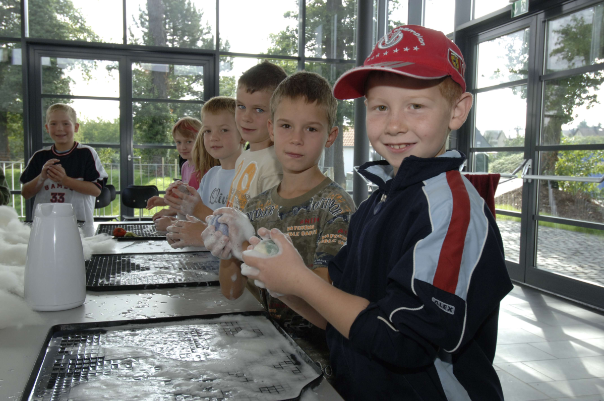 Kinder beim Filz-Workshop